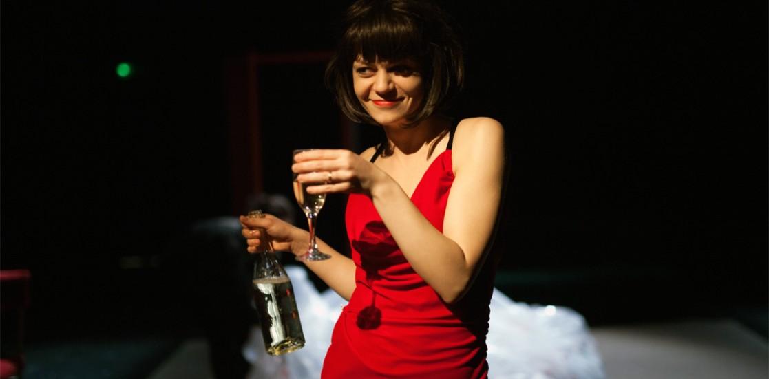 """(Română) Alexandra Fasolă, actriță: """"Dumnezeu ne bate la ușă și noi nu-i deschidem"""""""