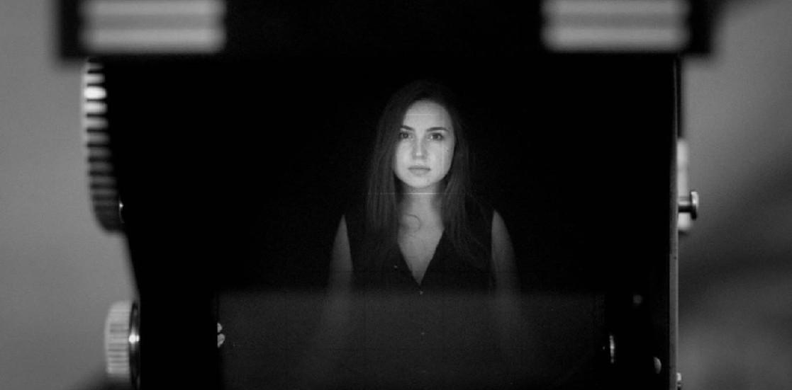 """Silvana Negruțiu: """"La teatru, ești obligat să te întorci spre tine mereu"""""""