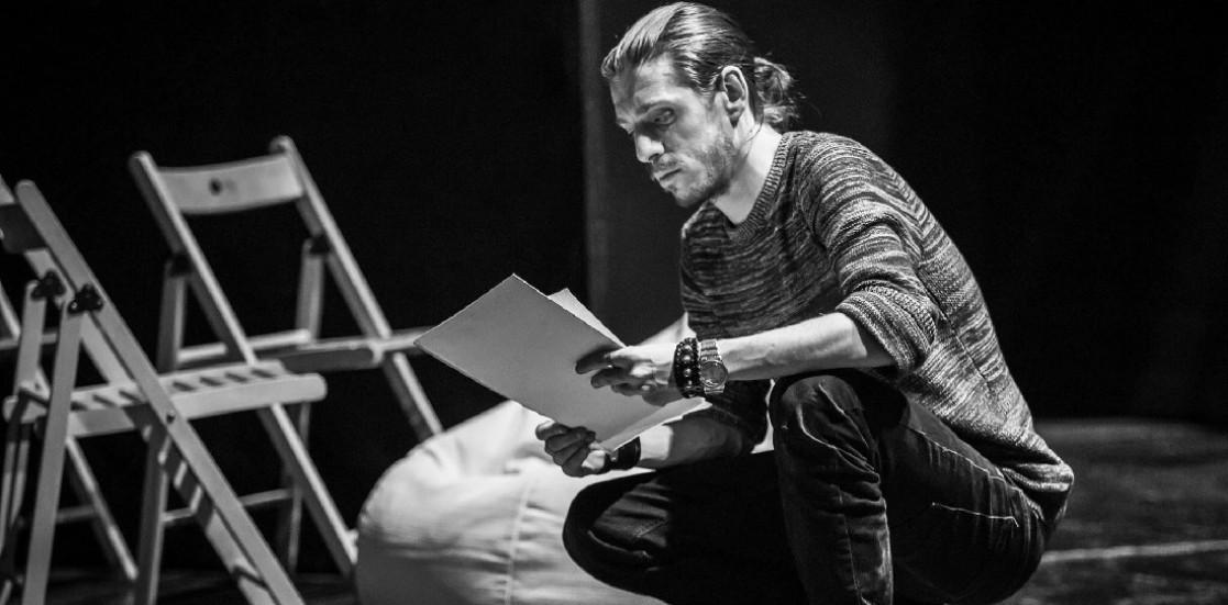 """Andrei Dinu, regizor la debut: """"Degeaba încercăm cu tot dinadinsul să inovăm dacă ne scârțâie bazele"""""""