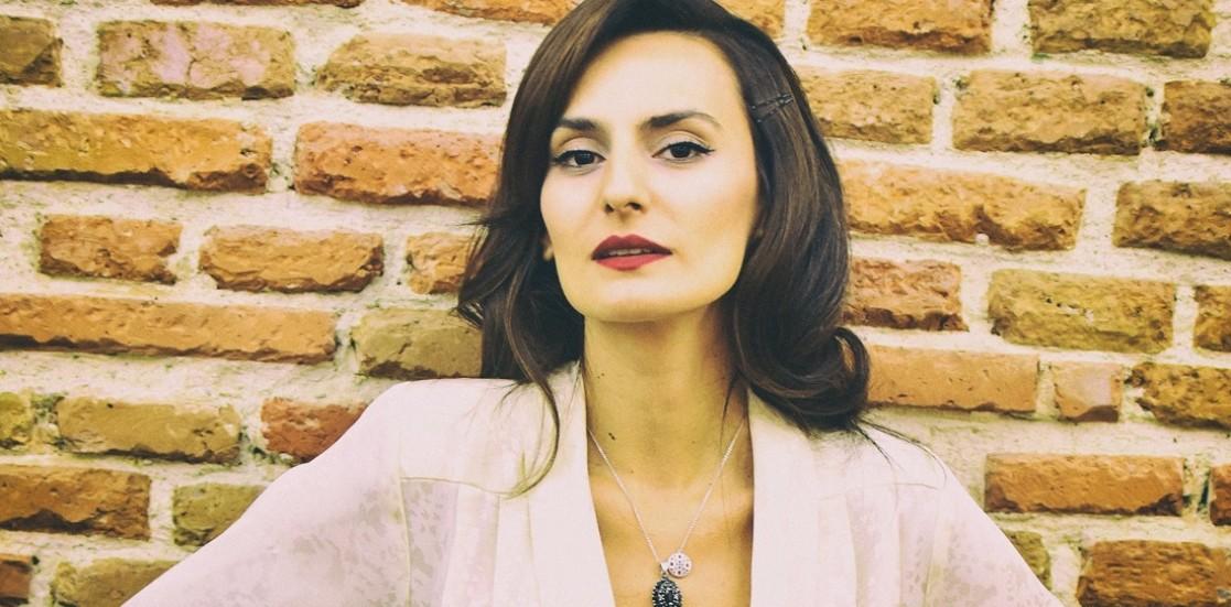 """Carla Teaha, actriță: """"Cine a zis că e o meserie pentru care îți trebuie stomac tare a avut dreptate"""""""