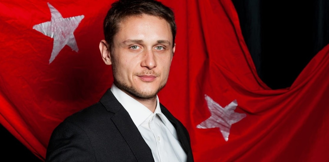 """Cezar Grumăzescu, actor: """"Scena românească s-a transformat în ultimii ani"""""""