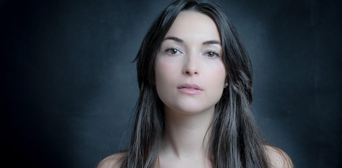 """Catinca Maria Nistor, actriță: """"Momentele când sunt pe scenă sunt pentru mine cea mai mare fericire, mie scena îmi dă mult mai mult decât îmi ia"""""""