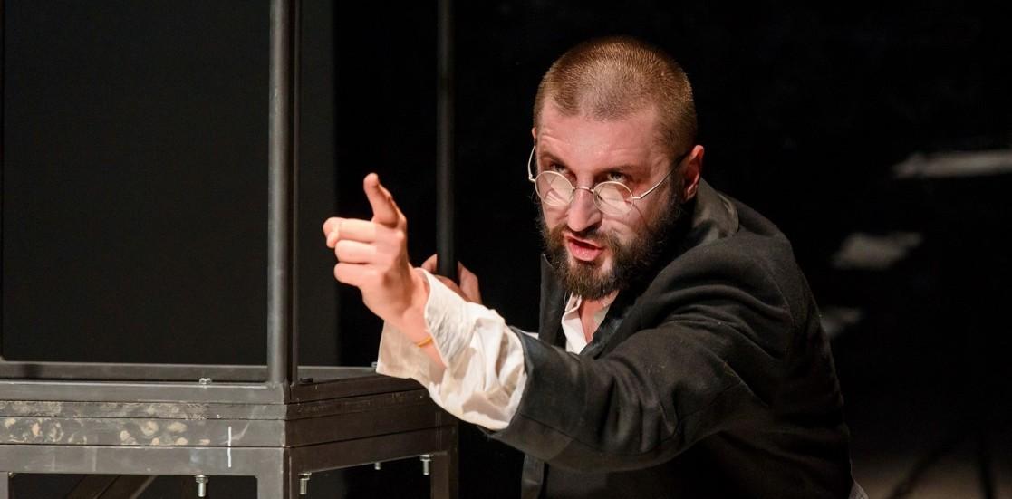 """(Română) Ionuț Caras, actor: """"Un regizor bun are curaj artistic"""""""